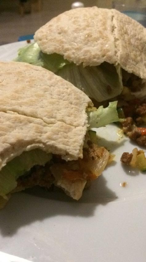 week-5-pita-broodjes-met-vegatarisch-gehakt-en-vegan-tzatziki